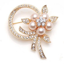 Korean imitation pearl brooch flower brooch scarf buckle peach flower minded collar pin badge wild clothing accessories