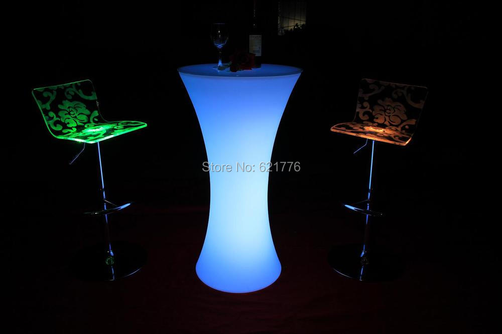 Illuminated led round cocktail table for coffee station for Cocktail tables led