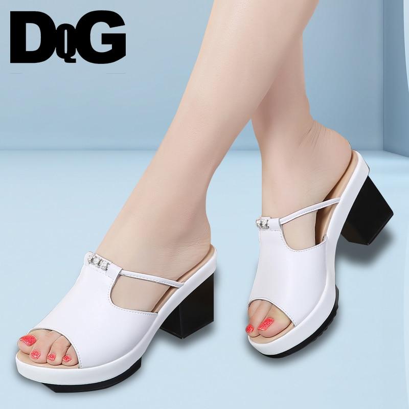 DQG 2018 летние женские туфли без задника одноцветное снаружи высокая квадратный каблук тапочки Разделение кожаные женские сандалии