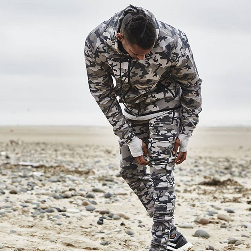 2018 Nouveau Mode Hommes Camouflage Gymnases Ensembles Hommes À Manches Longues Hoodies + pantalon Deux-pièce Mâle Survêtement Hommes Sportswear Décontracté de Costumes