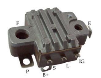 新しいオルタネータ電圧レギュレータ13351300