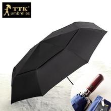 Pria Payung Hujan Besar