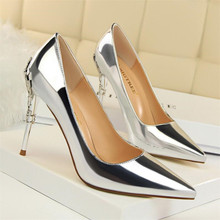 Fashion sexy metal with women's shoes with stiletto high-heeled shallow mouth pointed patent leather was thin single shoes цены онлайн