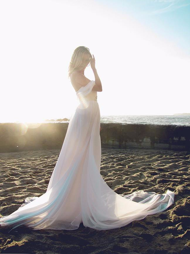 Stylish Beach Wedding Dresses : Summer style backless beach wedding dresses flowing
