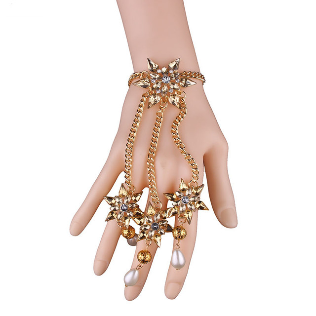 Slave Bracelet with 3 rings and pearl pendants