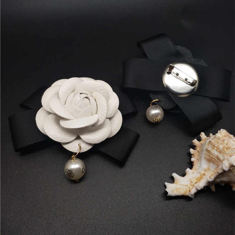 נשים אמיתי עור סיכת סיכות מקדד גדול גודל שמלת וינטג יוקרה מותג פרל תליון גדול לבן קמליה פרח סיכת פין