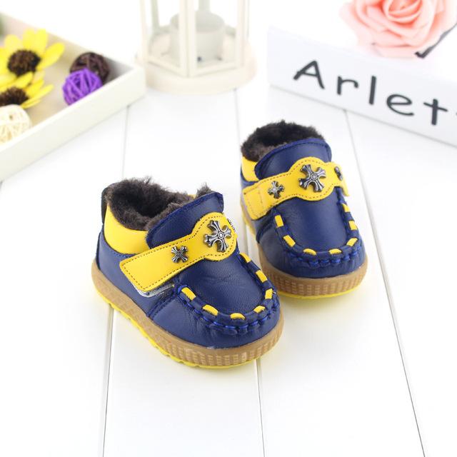 Zapatos de bebé 2017 nuevo invierno botas de cuero de piel de oveja bebé niño zapatos de algodón acolchado grande de algodón niño zapatos de fondos blandos