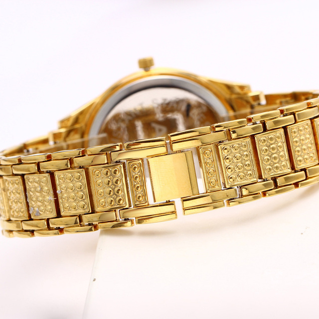 Crystal Decorates Wrist Watch for Women