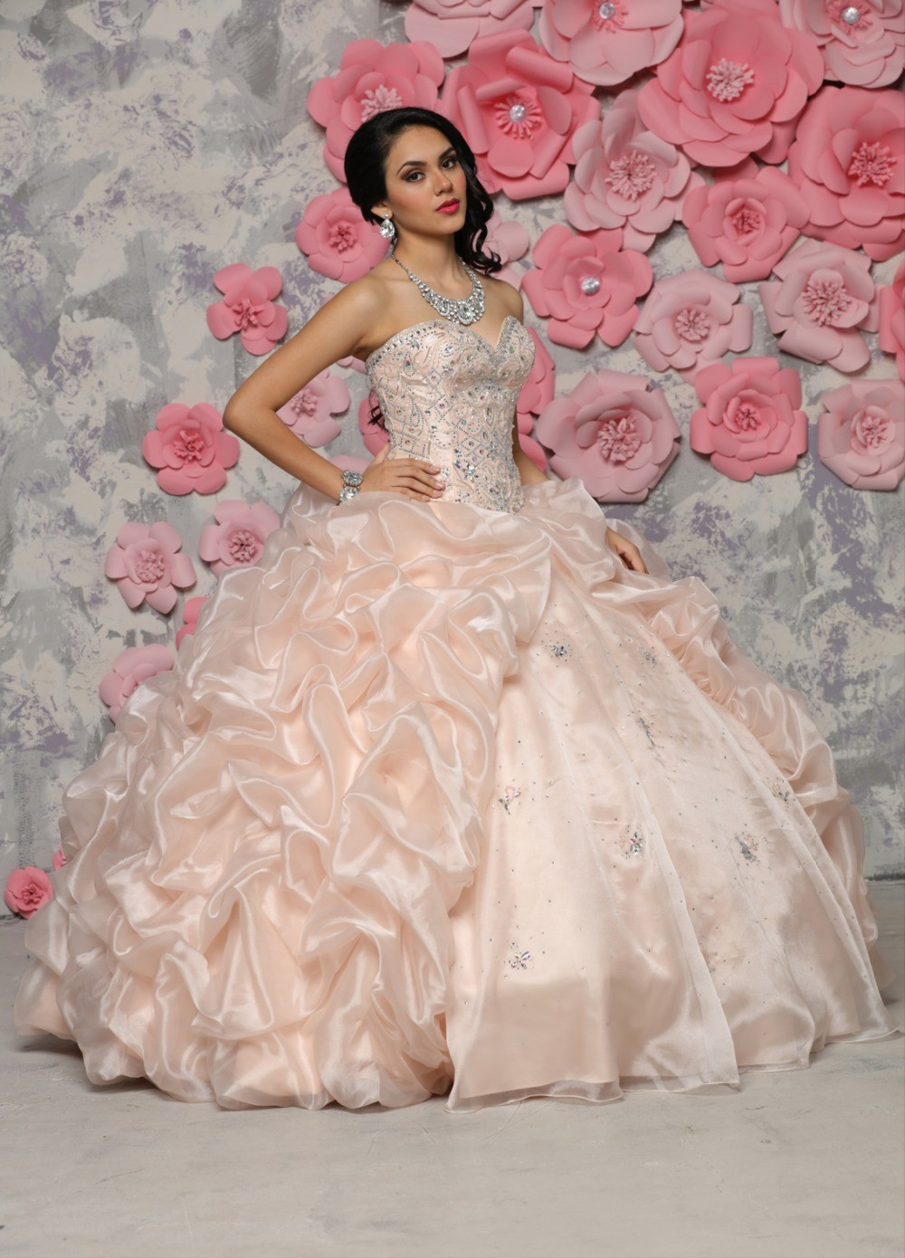 0bd88b5e0d6 Elegant Light Pink Quinceanera Dresses Exquisite Beading Ball Gown Sexy  Sweetheart Party Gown Custom Made-in Quinceanera Dresses from Weddings    Events on ...