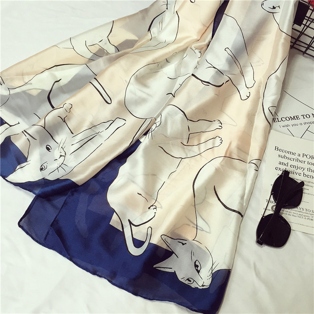 Marque bandana Gradient Couleur Chat Imprimé Soie Écharpe Femmes De Luxe  hijab châle Longues Écharpes De 2919dbc16dd