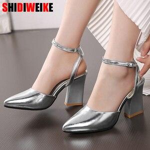 Image 1 - 2020 nowych kobiet pompy grube obcasy panie wesele buty złote srebrne buty letnia klamra kostki pasek obuwie rozmiar 34 43 f532