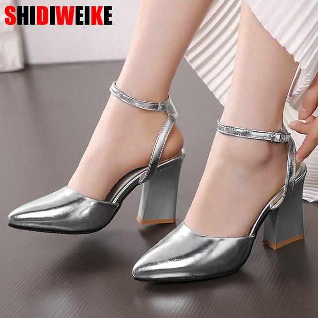 أحذية حريمي جديدة موضة 2020 بكعب سميك أحذية حريمي لحفلات الزفاف أحذية ذهبية وفضية أحذية صيفية بحزام للكاحل مقاس 34 43 f532
