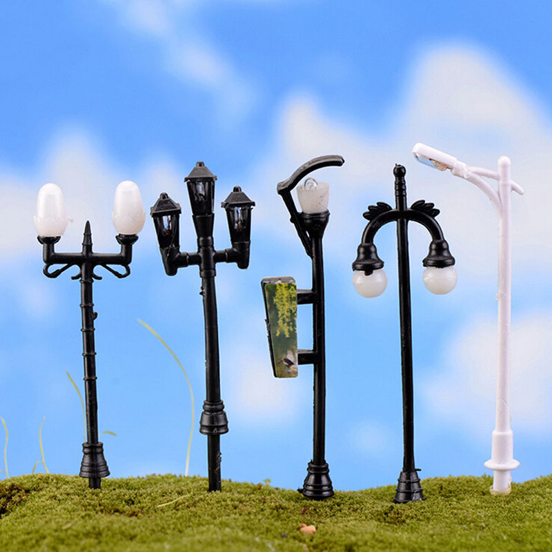 NEW Hot Sale Garden Miniatures Mini Street Lamp Fairy Moss Terrariums Desktop Bottle Garden Resin Crafts