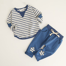 Комплект одежды для маленьких мальчиков, модный детский костюм в полоску с длинными рукавами, комплект из топа и штанов для малышей