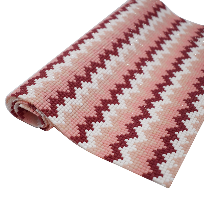 GrassTop rhinestones trimmerhalsband Rödvitt Våg Självhäftande - Konst, hantverk och sömnad