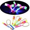 10 Unids/lote Niños Juguete LED Aviador LED Flying helicóptero Increíble flecha en Vuelo Paraguas Para Niños juguetes