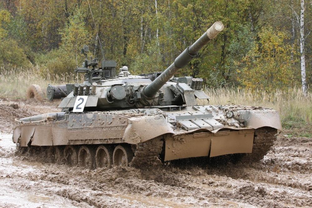 Trumpeter 1/35 09525 Russian T-80U Main Battle Tank model kit недорого