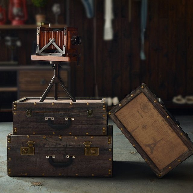 95e49c8dfd0 Amerikaanse Handgemaakte Ambachten Ornament Retro Houten Koffer Model Kamer  Decor Decoratie Ontwerp Winkel Etalage Rekwisieten 56