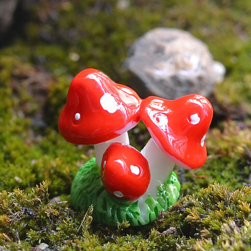 1 Pcs Mini Resin Figures Mushroom Miniature Toys Plant Micro DIY Fairy Accessory Stakes Craft Action Toy