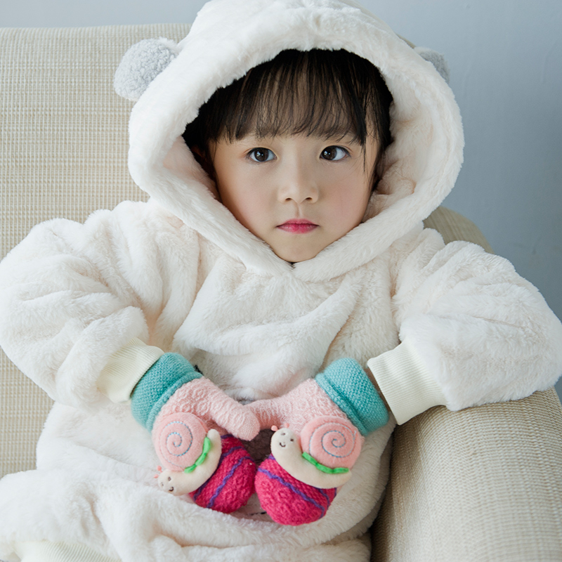 the lovely snail children's gloves winter thickening of boys and Girls Knitted cartoon kids gloves suitable for 2-6 years old
