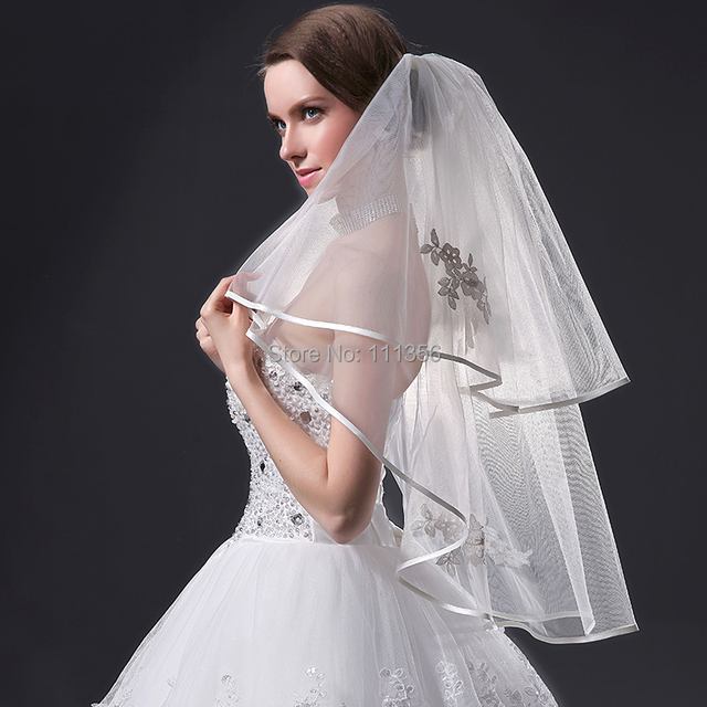 Hot Sale High Quality Layers 2 White Ivory Lace Appliques Bridal Accessories Ribbon Edge Wedding Veil With Comb