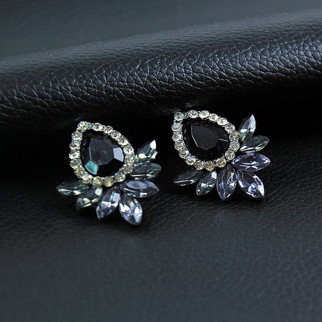 New Women's Fashion Earrings Rhinestone Gray/Pink Glass Black Resin Sweet Metal with Gems Ear Stud Earrings For Women e0139 3