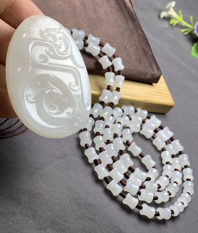 Exquisite Natural Tridacninae Giant Clam tridacna Hand Carved Dragon Totem Pendant Meditation Beads Necklace Talisman