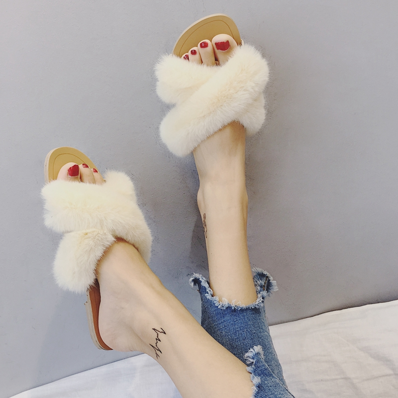 Qiu dong season with plush slippers female students in the summer of 2017 the new han edition joker fashion wears outside a word