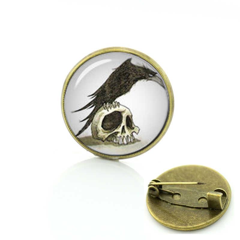 โกธิค VINTAGE Photo เข็มกลัดมนุษย์ Skull Raven แก้ว Cabochon PIN ยอดนิยม Steampunk Black Raven นก Badge ผู้ชายผู้หญิง T561