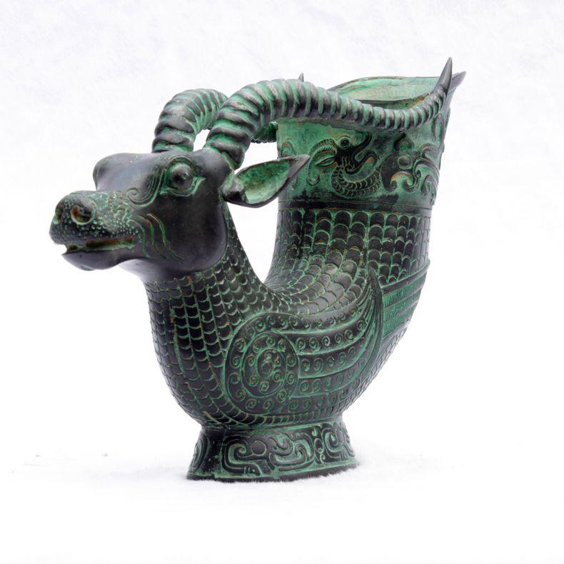 Bronzo antico Ware Niu Zun Regalo di Affari Decorazione di Apertura Antico Vino Reale WareBronzo antico Ware Niu Zun Regalo di Affari Decorazione di Apertura Antico Vino Reale Ware
