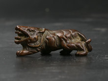 43MM/1.7 Collect Curio Rare Chinese Fengshui Bronze Lovable Animal Beast King of Forest Tiger Statue Mini Statuary 43g