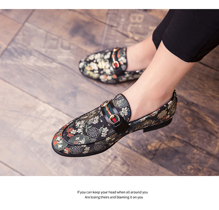 2019 New Brand Formal Shoes Men Leather Shoes Flower Embroidery Slip On Lazy Driving Shoe Office Loafers Mens Canvas Shoes 14