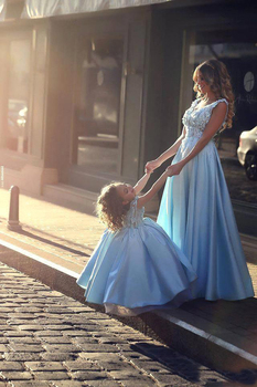 2019 Elegant Sky Blue Mother and Daughter Prom Party Dresses With Handmade Flowers Ball Gown Girls Pageant Gowns Flower Dresses