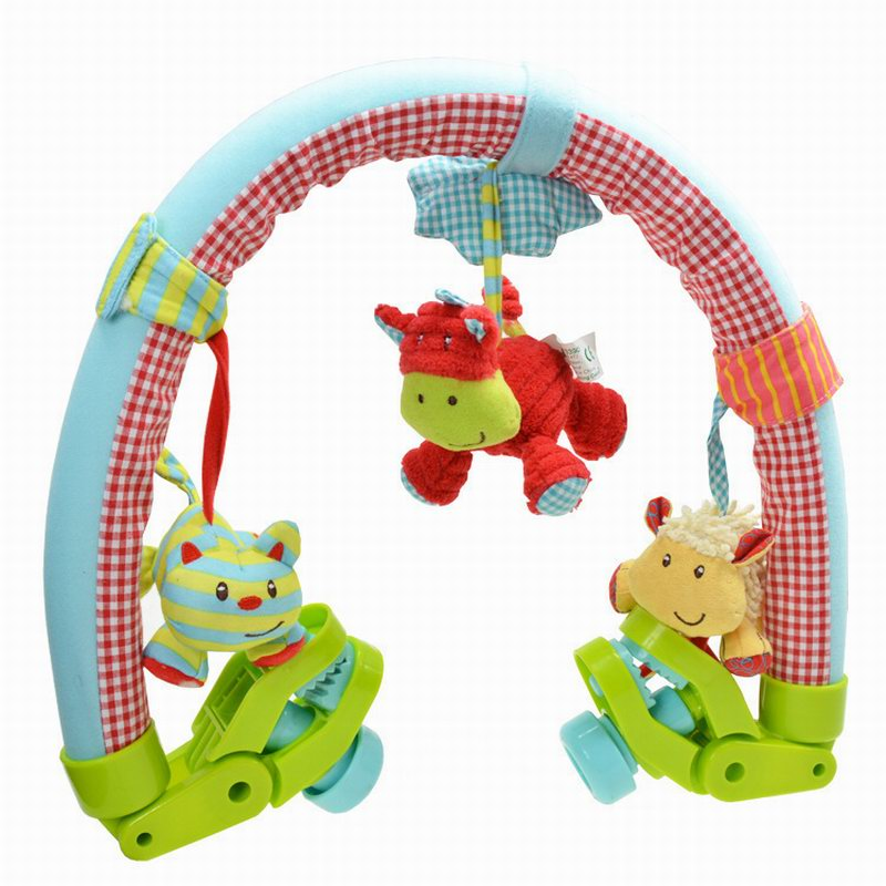 Toys en la cama del bebé animal de la historieta muñeca en la cuna Desarrollo Pa