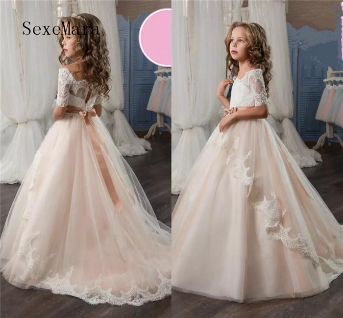 все цены на Flower Girl Dresses Off the Shoulder Short Sleeves Lace Appliqued Girls Pageant Dresses Bow Kids Formal Wear Girls Party Gown онлайн