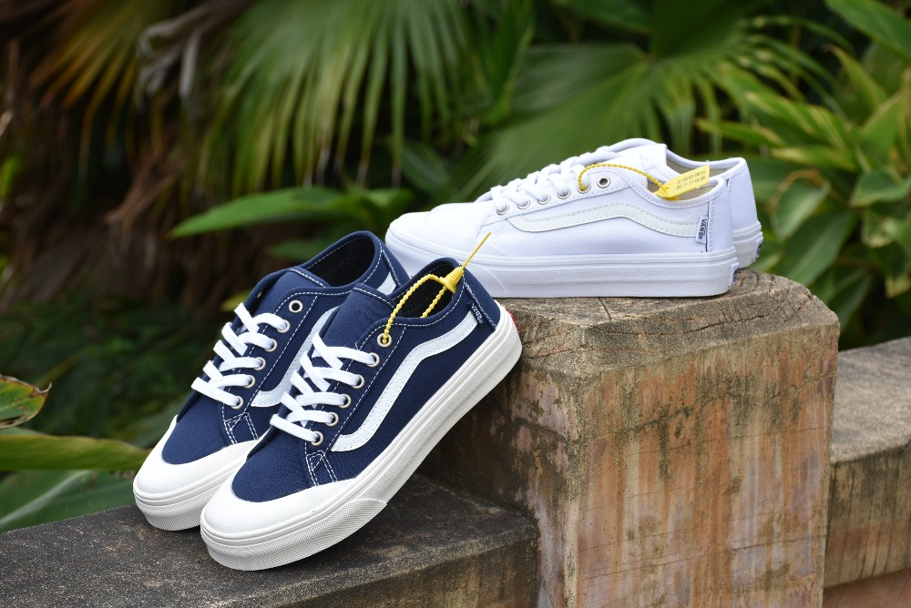 Detail Feedback Questions about VANS Blue couple canvas shoes Men and Womens  Sneakers shoes Sports shoes Weight lifting shoes VN0A32SBC8R Eur 36 44 on  ... 28bbc41fada8