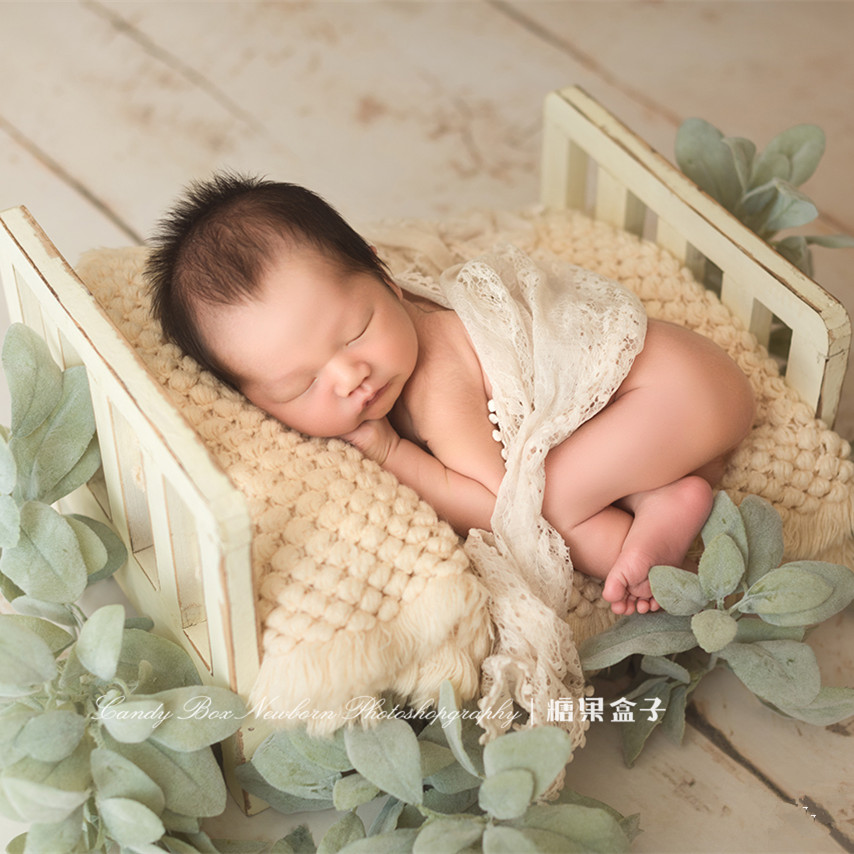 Newborn photography props new infatile bed newborn photo retro small bed full moon baby studio props Mori wood bedNewborn photography props new infatile bed newborn photo retro small bed full moon baby studio props Mori wood bed