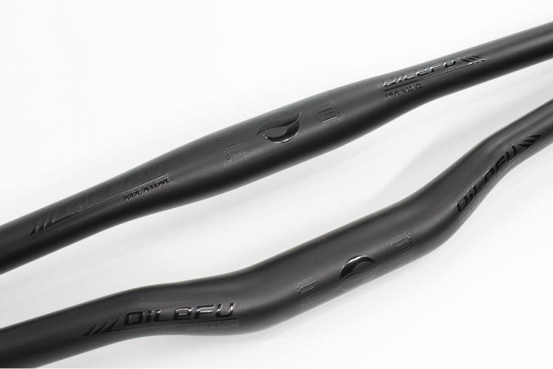 Ən yeni qara logo QILEFU Dağ velosiped mat UD tam karbon lifli velosiped sükanı MTB hissələri ən yüngül 31.8 * 600-740mm Pulsuz gəmi
