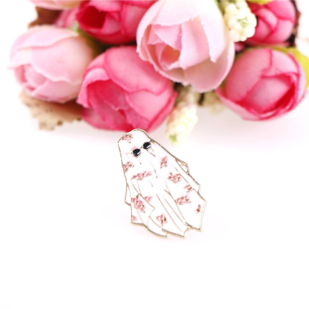 Cartoon Jewelry Dubai Enamel Pin Arabian Flower White Robe