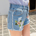 Bordados de flores de Moda Curtas Calças de Brim do Verão Das Mulheres de Cintura Alta Shorts Jeans Desgastados Buraco Sexy Fêmea Super Cool Calções Pantalon