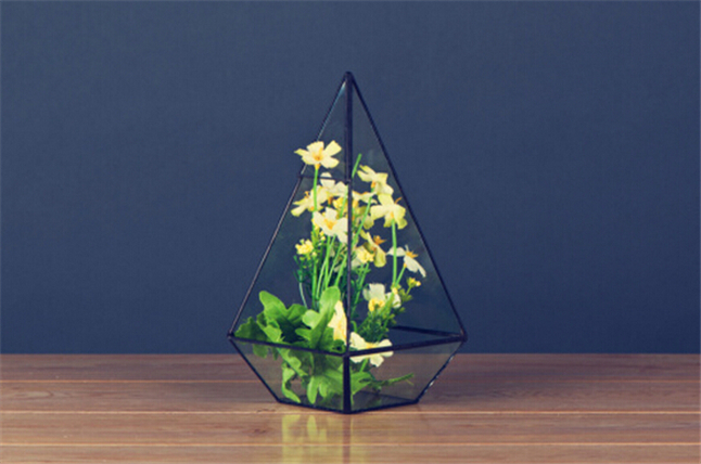 Simple Ideas For Adorable DIY Terrariums,Crystals Shape Mini Glass Garden Terrariums,Pyramid Type Tabletop Vase Home Decor