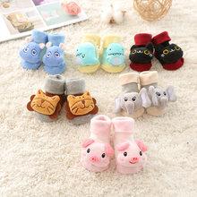 Носки для малышей; нескользящие хлопковые носки-тапочки с изображением куклы из мультфильма с колокольчиками; мягкие Милые сапожки для маленьких девочек и мальчиков