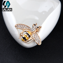 Fashion Korea small bee brooch cute mini needle pin suit suit bracelet men and women sweater scarf buckle accessories