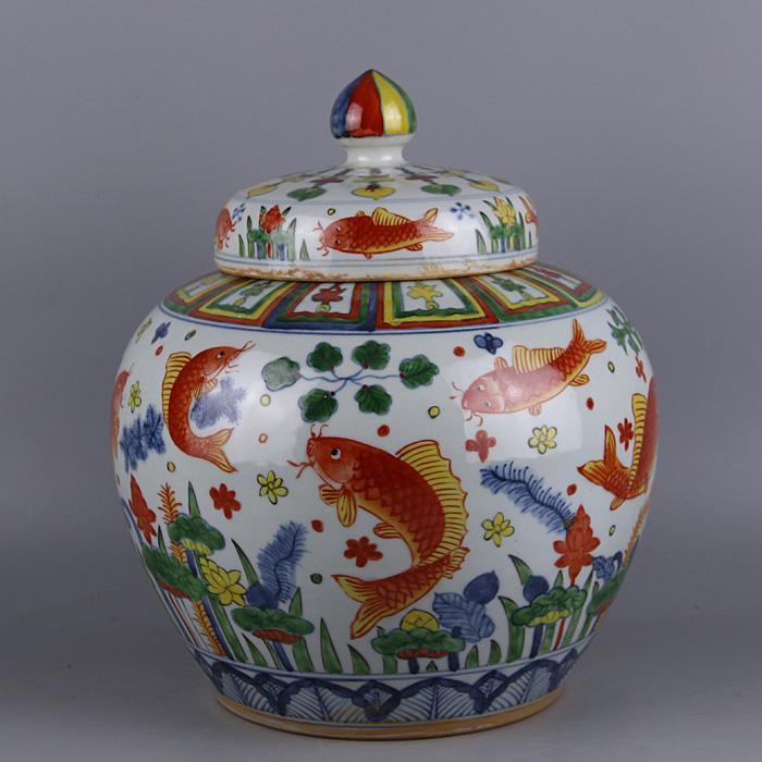 Peint à la main Jingdezhen Big Ming Jiajing année peint à la main cinq couleurs poisson algues mauvaises herbes d'eau motif canettes couvercle réservoir pot