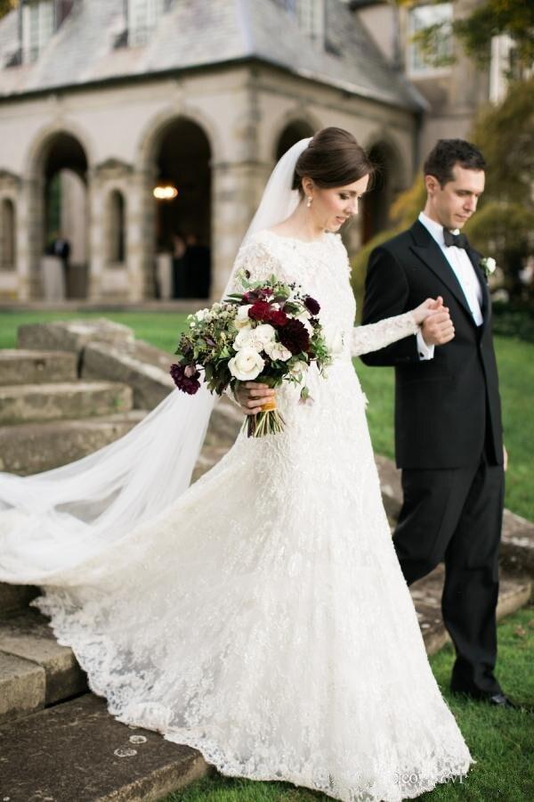 Élégant manches longues dentelle robe de bal robes de mariée avec Illusion bijou cou et V dos nu Court Train 2019 printemps blanc mariée