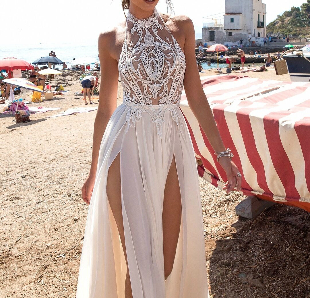 SSYFashion New Evening Dress Sexy Halter Backless White Lace Appliques Beading Sleeveless Beach Gowns Custom Formal