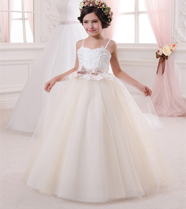 New Girls First Comunion Dresses Lace A Line Spaghetti Straps Robe De Communion Fille Blanche with BowNew Girls First Comunion Dresses Lace A Line Spaghetti Straps Robe De Communion Fille Blanche with Bow