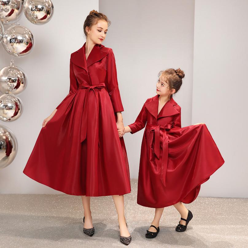 Famille correspondant tenues bébé fille mère robe rouge robe de bal de mariage fête maman filles robe de soirée Veintage Vestido Y940