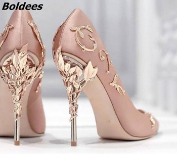 Новое поступление; Потрясающие розовые шелковые туфли на высоком каблуке шпильке с металлическим украшением; Модные женские туфли лодочки