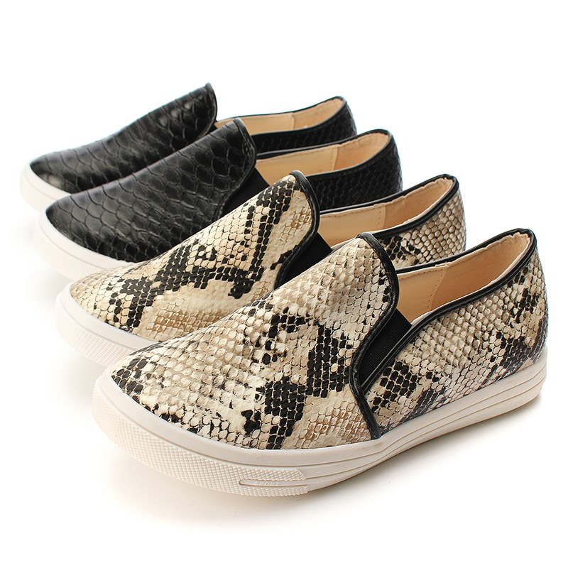 0598dd3edf9 Spring Summer Casual Soft Snakeskin Python Pattern Shoes Women Flats Round  Toe Ladies Slip On Moccasins Loafers Women s shoes-in Loafers from Shoes on  ...